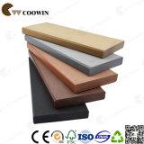 Le plastique composé extérieur ressemble au plancher en bois