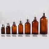 Bottiglia di olio essenziale con il contagoccia