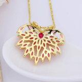 水晶Prueの金によってめっきされる中心の形の吊り下げ式のネックレスの黄銅の宝石類