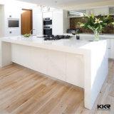 Kkrは白い台所上の水晶台所カウンタートップをカスタマイズした