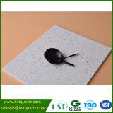 高い硬度のタイルのための白い輝きの水晶石