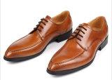Zapatos de cuero grabados cuero de los hombres de la alineada del becerro
