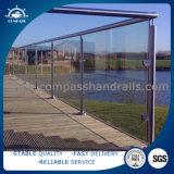 Großhandelseurokunst-Glasbalkon-Balustrade-/GlasEdelstahl-Balkon-Geländer