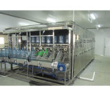 Bouteille d'eau minérale utilisée pour la vente de machines de remplissage