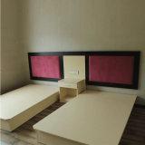 赤いファブリック頭板のベッドのホテルの家具