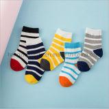 Neuester Entwurf in der Streifenpatten-Babys Socke