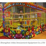 Parque de Diversiones de los niños felices paseos en coche de la bola de pulverización