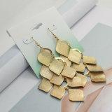 아연 합금 잎은 오래 여자 금에 있는 간단한 하락 귀걸이를 위한 귀걸이를 매단다