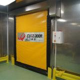 La velocidad automática industrial limpia plástico rueda para arriba la puerta