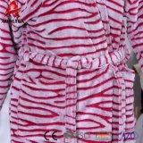 Indumenti da notte all'ingrosso delle donne dell'accappatoio del panno morbido della flanella del reticolo del taglio della zebra della fabbrica