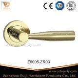 Tür-Zubehör-Zink-Legierungs-Tür-Hebelgriff auf Rose (Z6006-ZR03)