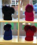 Heißer Verkauf gestrickter Pompombeanie-lustiger Schutzkappen-Winter-Hut mit Pelz-Kugel