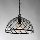 Lámpara pendiente de cristal de interior con el marco negro para el restaurante