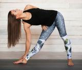 ヨガの適性のレギング、スポーツ・ウェア、Activewearの体操の衣服、試し、動作している女性