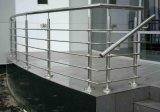 ステンレス鋼のポストのガラスBalustardeの緩和されたガラスの屋外のデッキの柵のポストの自由で永続的な塀のポスト
