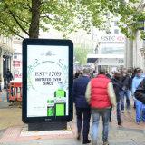 Señalización por encargo de Digitaces del diseño que hace publicidad de la visualización al aire libre del LCD