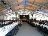 1000 людей освобождают шатер шатёр партии крыши для напольного случая