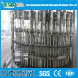 Piccola scala che beve l'imbottigliatrice dell'acqua minerale
