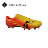 El balompié popular de la buena alta calidad del diseño enlistona los zapatos del fútbol