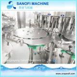 Разлитая по бутылкам любимчиком выпивая заполняя машина завода/минеральной вода разливая по бутылкам