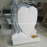 真珠の中心の墓石との白い花こう岩の天使ローズ