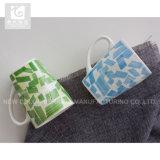 Taza de café de cerámica de la parte inferior del cuadrado del diseño del cliente 11oz