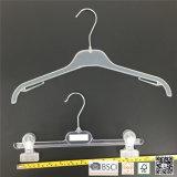 簡単なプラスチック工場はジーンズのための上のハンガーのハンガーに着せる