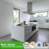 オーストラリア様式の光沢度の高く白いラッカー台所
