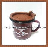 Tazza di caffè popolare dello smalto del regalo promozionale di natale dell'OEM della parte superiore con il coperchio e la maniglia del silicone