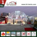 明確な屋根が付いている15mの直径の測地線ドームの半分球のテント