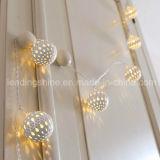 Indicatori luminosi d'argento decorativi collegati Twisted stretti a pile della stringa del globo della lanterna di Maroq della grata del metallo