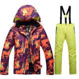 На всем тяжелое дыхание лыжи куртки лыжи костюма лыжи печатание напольное