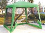 カの壁が付いている庭のテント