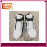 Haut de chaussures occasionnelles neuf de sport à vendre