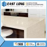 設計された水晶虚栄心の上のための純粋で白い水晶石の平板か磨かれた石造りの表面が付いている床タイル