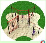 Bambini esterni di divertimento di ginnastica del campo da giuoco di forma fisica che arrampicano la strumentazione esterna della sosta