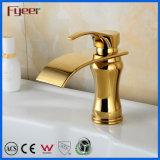 Nouveau design salle de bain chaud à levier unique l'eau froide robinet mélangeur Cascade robinet d'or