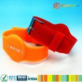 Logotipo personalizado HUAYUAN NTAG ajustável213 banda de RFID de silicone inteligente para a piscina