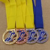A buon mercato ha annunciato la medaglia di bronzo dell'argento dell'oro della corsa di maratona del metallo con il nastro