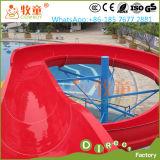 무지개 가족 옥외 운동장을%s 열려있는 나선형 활주 물 공원