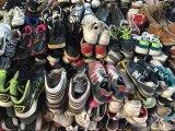De gebruikte Schoenen van het Leer van de Mensen van Schoenen Toevallige vrij Gebruikte Vlakke voor Afrikaanse Slijtage
