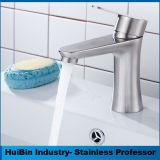 Montage de pont en acier inoxydable Hotsale bassin salle de bain baignoire robinet mélangeur Appuyez sur le robinet du bassin