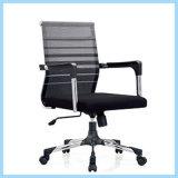 A maioria de cadeira ergonómica confortável do escritório do computador feita para requisitar