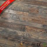 Maître d'usine conçoit des planchers laminés en biseau à rainure en V