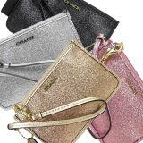 El polvo de oro del brillo del resorte se aplica a la decoración en la mochila