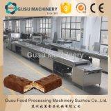 Chocolate que revista a máquina da produção da barra do caramelo e de nougat