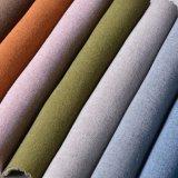 Il filato ha tinto gli sguardi che di Linien il poliestere ricopre il tessuto del sofà