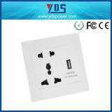 Zoccolo di parete universale 5V 110V-250V con il doppio zoccolo di parete del USB