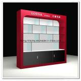 赤いカラー絵画との飾り戸棚そしてSlatwall