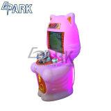 遊園地のカーレースのシミュレーターのゲーム・マシン